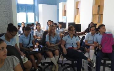 Encuentro con jóvenes estudiantes del Preuniversitario José Martí.
