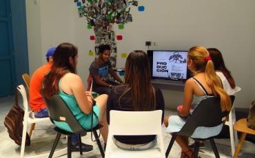 Una de las sesiones de clases impartidas durante el taller para adolescentes