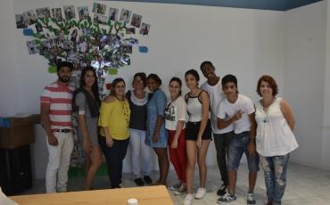 Grupo de adolescentes, talleristas y colaboradores vinculados al taller de adolescentes.