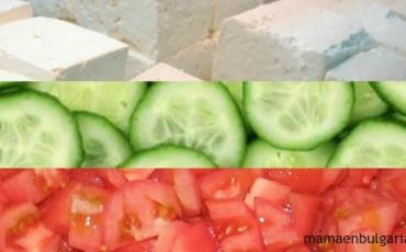 Ensalada shopska con los colores de la bandera
