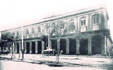 29.1 Fachada de la afamada fábrica de tabacos y cigarros H. Upmann y Cía., en la calle de Carlos III No. 159, hacia el año 1912