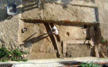Proceso de excavación en el área del jardín