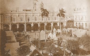 Tropas norteamericanas acampadas en la Plaza de Armas, 1899