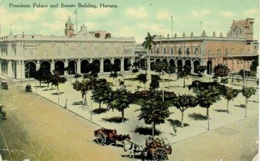 Palacio Presidencial y edificio del Senado, 1910 a 1920. Tarjeta postal. Archivo Histórico de la OHC