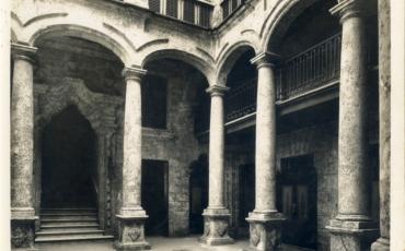 Patiodel palacio, hacia la década del 40 del siglo XX. Fototeca de la Oficina del Historiador de la ciudad de La Haba