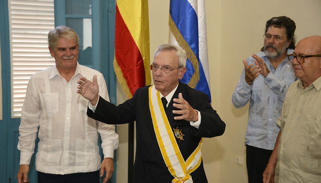 Condecoración a Eusebio Leal con la Gran Cruz de la Orden de Isabel la Católica