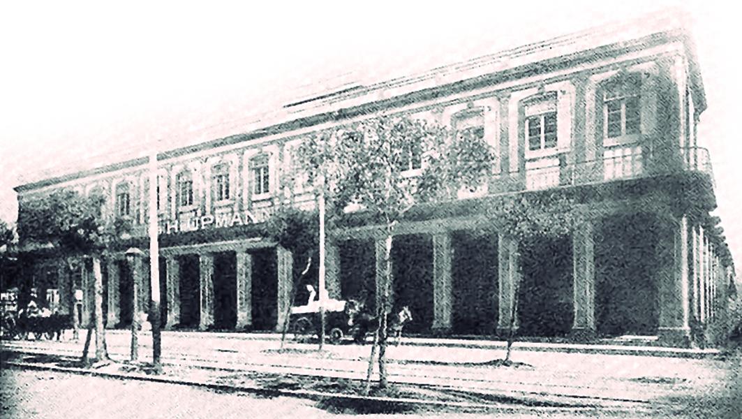 Fachada de la fábrica de tabacos y cigarros H. Upmann y Cía. Calle de Carlos III No. 159